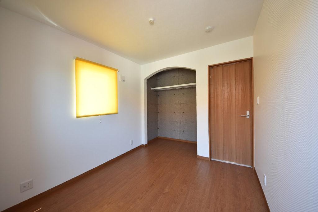 2階洋室A4.5帖のオープンクローゼット