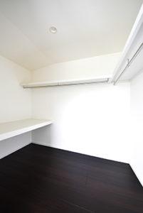 広島市佐伯区千同注文住宅完成の主寝室大型クローゼット2018.0825