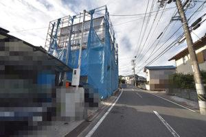 広島市佐伯区利松A現場の注文住宅建設の様子と前面道路180827