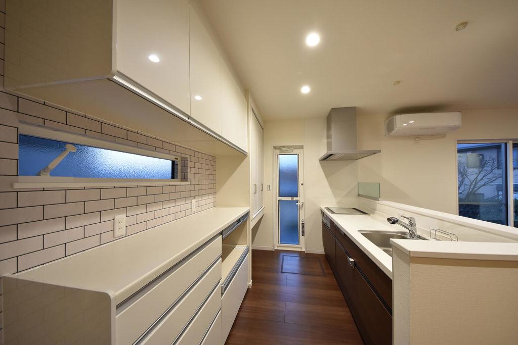 キッチンと大収納のカップボード